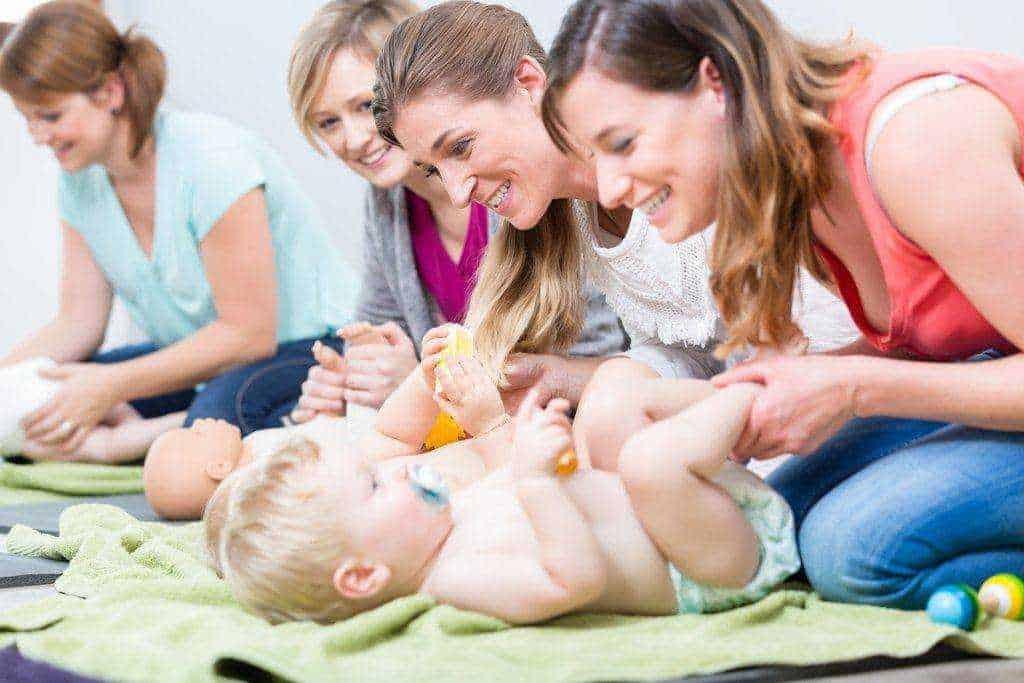 what do mom groups do?
