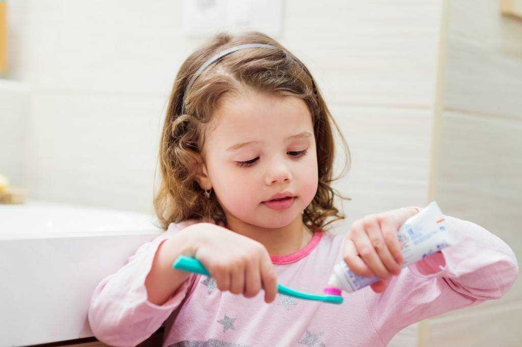 When Should toddlers start using toothpaste?